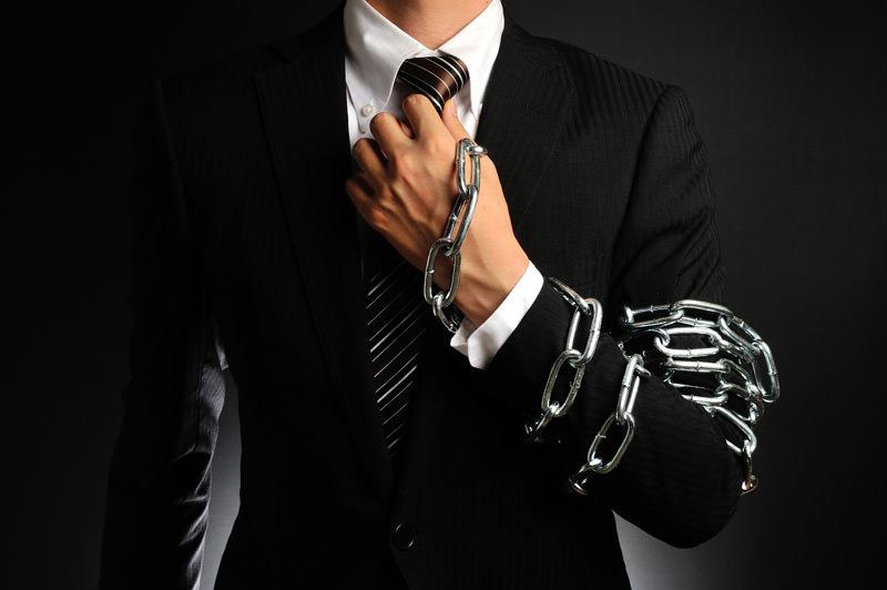 Geschäftsmann ohne Zugriff auf seinen Tresor